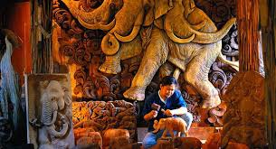 wood carvers baan tawai wood carving chiang mai