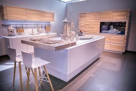 hochglanz k che phantasie schön beige hochglanz küche und holz arbeitsplatte dan