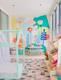rangement dans chambre meuble de rangement jouets chambre rangement chambre fille pour