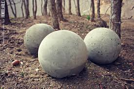 Gazing Ball And Stand Remodelaholic Diy Cement Planters And Garden Globes