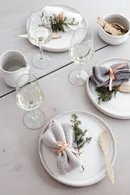 Xmas Table Decorations by Best 25 Minimalist Christmas Ideas On Pinterest Simple