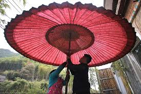 How To Make Paper Umbrellas - post 90s quits his to make traditional paper umbrellas 1