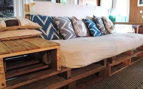 canapé lit palette meubles design canapé lit en bois de palette le meuble en