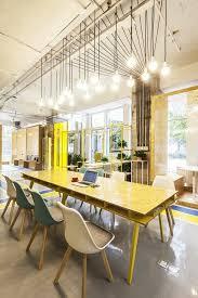 le de bureau jaune le mobilier de bureau contemporain 59 photos inspirantes archzine fr