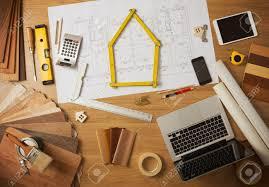 architecte d int ieur bureaux architecte et décorateur d intérieur à la maison avec des outils de