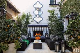 home courtyard khloé kardashian gives a house tour to u0027architectural digest