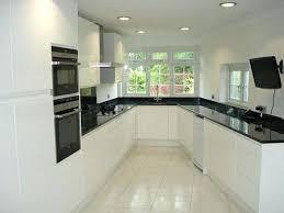 recouvrir plan de travail cuisine plan de travail cuisine carrelage cuisine blanche avec plan de