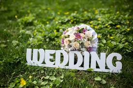 lettre de fã licitation mariage lettres épousant sur une herbe verte photo stock image 51017766