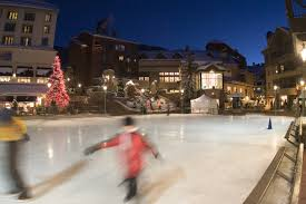 an outdoor ice skating rink is lit up at night in beaver creek