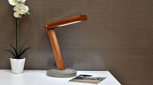 Diy Simple Wood Desk by Diy Led Desk Lamp With Concrete Base Youtube
