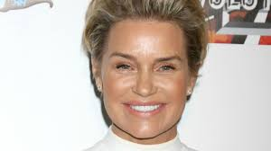 yolanda foster hair color andy cohen weighs in on yolanda foster s divorce and is clearly on