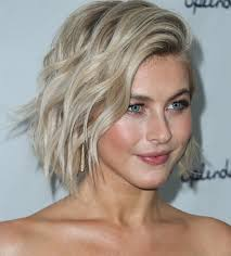 julia hough new haircut julianne hough s pink hair dwts judge has a pastel makeover twist