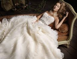 white dress wedding the meaning of the white wedding gown weddingelation
