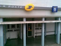 appeler bureau de poste photo à 97410 entrée particuliers du bureau de