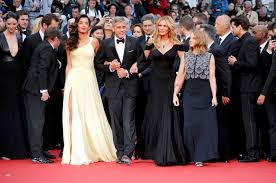julia roberts walks cannes red carpet barefoot protothemanews com