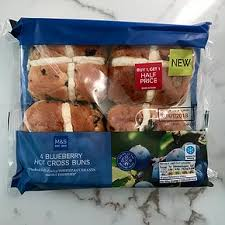 hot buns review m s blueberry hot cross bun review snack reviews seeks new