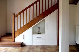 cuisine sous escalier stupéfiant meuble sous escalier cuisine sous escalier rangement la