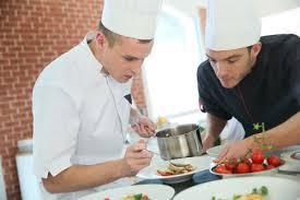 comi de cuisine devenir commis de cuisine salaire formation fiche métier
