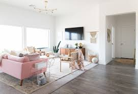 Pink Sofa Com A Chic Living Room Update With A Gorgeous Pink Sofa