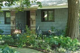 living in the front yard fine gardening