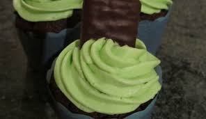 mint chocolate chip heart shaped cake cakecentral com