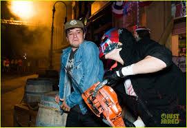 halloween horror nights faq bella thorne tyler posey u0026 rowan blanchard check out halloween