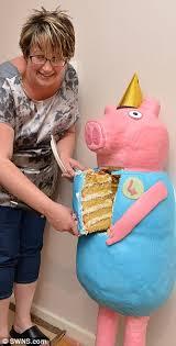 mother bakes giant peppa pig cake taller 4