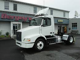 truck volvo used 2005 volvo vnm42t single axle daycab bergey u0027s used trucks youtube