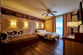 chambre hotel disney disney s hotel cheyenne coupvray ฝร งเศส booking com