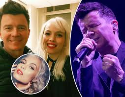 Rick Astley Thanksgiving Day Parade Foo Fighters And Rick Astley Perform Never Gonna Give You Up