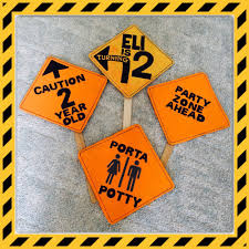 themed signs diy construction themed party signs myraecreations