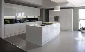 stormer cuisine cuisine equipee blanc laque laqu e blanche avec laquee 5 1 lzzy co