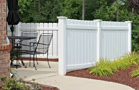 the difference between vinyl and wood fencing college station