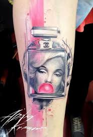 simple marilyn monroe tattoo design with bubble gum design with