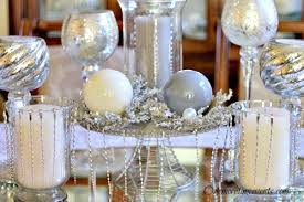 using ornaments to create a table centerpeice