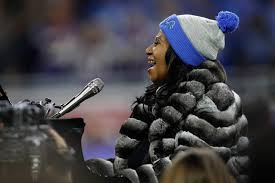 cbs thanksgiving football aretha franklin does an extra long version of the national anthem