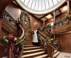 Christmas Lights For Stair Banisters Beautiful Christmas Decorations That Turn Your Staircase Into A