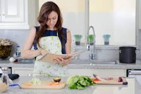femme dans la cuisine recherche