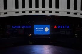 delta takes up residency atop yankee stadium delta news hub yankee stadium at night