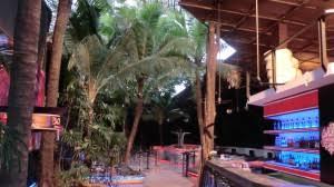 raumtrenner falttr so gestalten sie ihre wohnung im thailändischen look bambus
