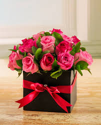 roses in a box netflorist 12 mixed pink roses in a box for style