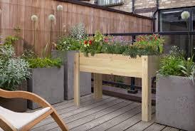 balkon hochbeet kleines tisch hochbeet bauen perfekt für balkon und terrasse