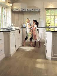parquet flottant dans cuisine parquet dans cuisine free cuisine ilot carrelage au sol cuisine