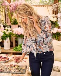 pretty fall with floral blouse and dark skinny jeans