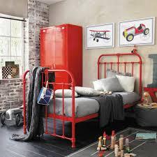 armoire metallique chambre ado l armoire métallique apporte l esprit industriel à la maison
