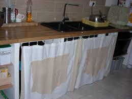 cuisine dans un placard changer porte cuisine avec rideau sous evier cuisine luxury