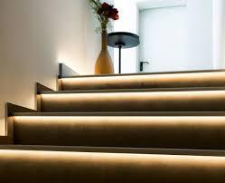 led treppe indirekte treppenbeleuchtung per leds im stufenprofil