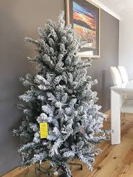 5 ft snow effect pre lit tree new without box in