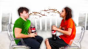 Challenge Kwebbelkop Coke Mentos Try Not To Laugh Challenge W Robust