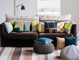 l univers du canapé un vent de nouveauté dans l univers du coussin décoratif